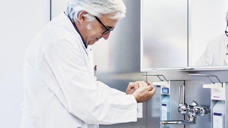 Desinfektionsmittel: Viele Unternehmen der Branche stellen ihre Produktion um.