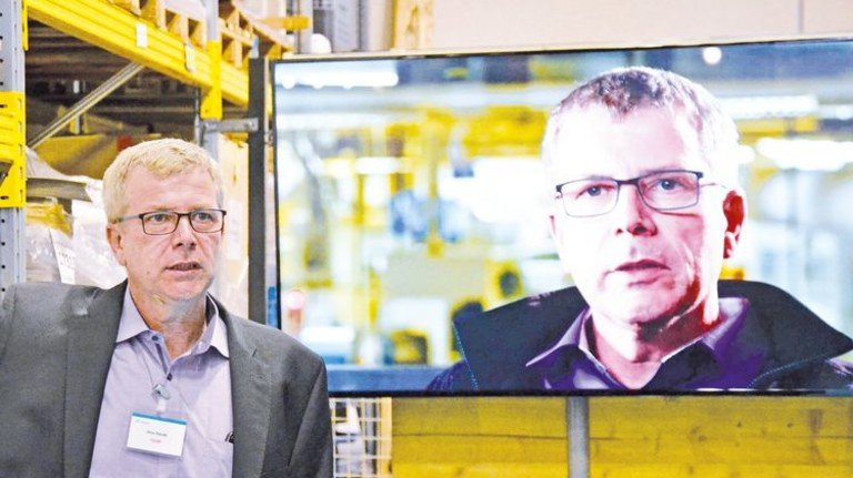 Real und digital präsent: Standort-Chef Jens Harde wirbt für die neue Technologie. Foto: Ajamieh