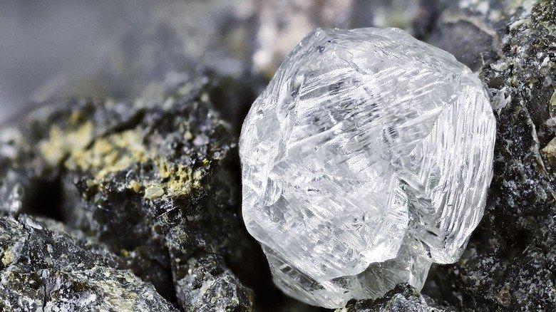 Glitzernd: Dieser Diamant besteht aus purem Kohlenstoff.