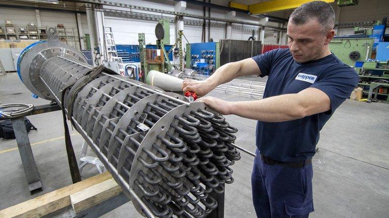 Export-Hit: Rafal Lubczyk bei der Montage eines Heizsystems. Rund die Hälfte der Produkte wird ins Ausland geliefert.
