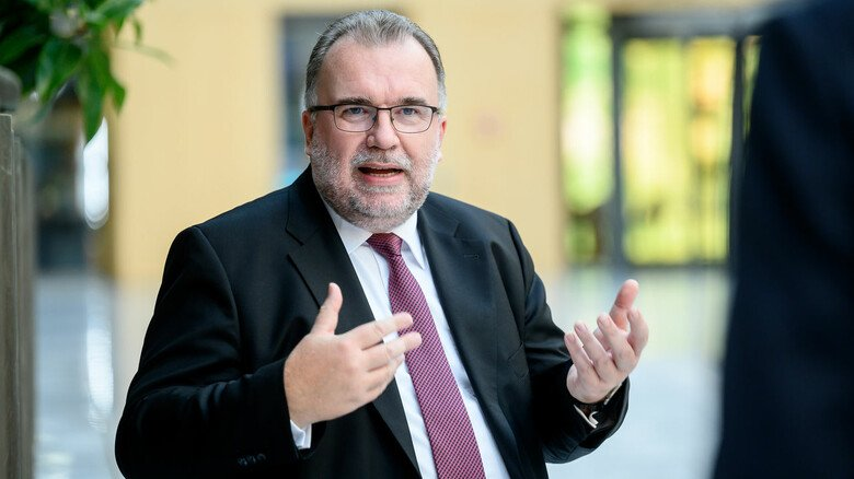 """Klare Forderungen: """"Es braucht weniger Belastungen, weniger Bürokratie, weniger Steuern – und bessere Infrastruktur"""", so Siegfried Russwurm, neuer Präsident des Bundesverbands der Deutschen Industrie."""