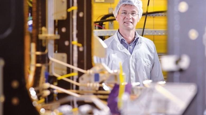 """""""Das ESM ist der Meilenstein in meiner 20-jährigen Laufbahn bei Airbus. Die Technologien sind denen der Apollo-Mission um Welten voraus"""" Chefingenieur Matthias Gronowski. Foto: Bahlo"""