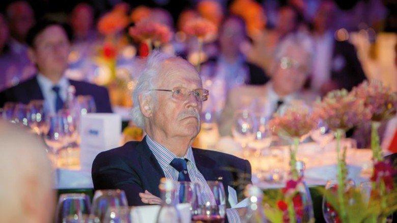 Aufmerksamer Zuhörer: Professor Dr. Otto Wulff, Bundesvorsitzender der Senioren-Union.Foto: Nougrigat