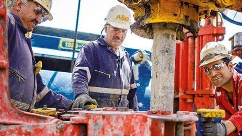 Zwei Gründe für den Spritpreis-Verfall: Mehr Ölförderung etwa im Irak … Foto: dpa