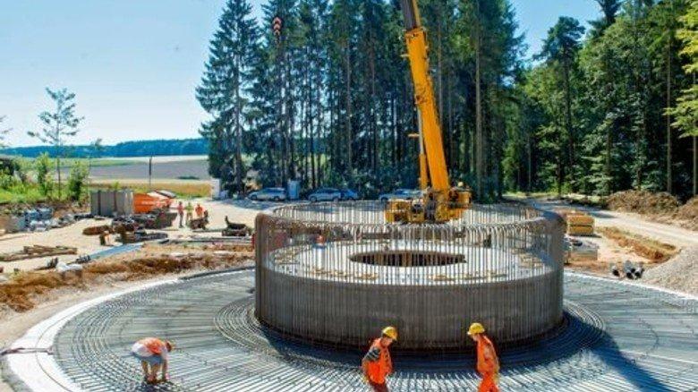 Das Fundament für ein Windrad entsteht: 1.400 Tonnen Beton geben dem Turm Stabilität. Foto: Straßmeier