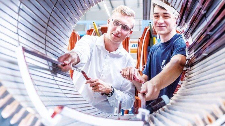 Wollen weiterlernen: Falk Hendrik Zille (links) und Christian Kaisler haben mit Bravour die Lehre abgeschlossen. Foto: Heidrich