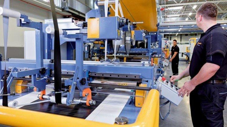 """Forschen in der Fabrik: Im """"Labor"""" sind alle Bereiche des normalen Reifenbaus vorhanden. Foto: Werk"""