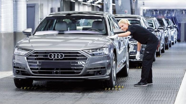 Audi in Neckarsulm: Der neue A8, der für hochautomatisiertes Fahren entwickelt ist, läuft hier vom Band. Foto: Werk