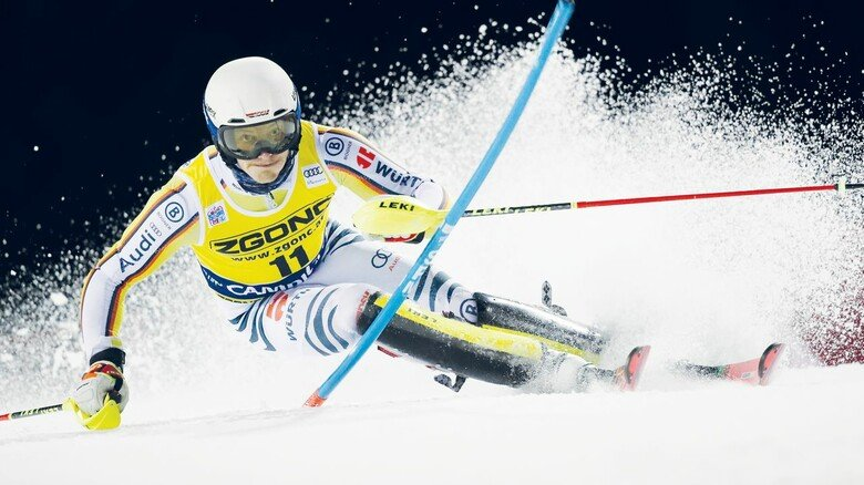 Biegsam: Die Slalom-Stangen müssen einiges aushalten, wenn Linus Straßer den Hang hinunterfegt – wie hier beim Nachttorlauf in Madonna di Campiglio. Der Münchner Rennläufer ist derzeit Favorit der deutschen alpinen Skiathleten.