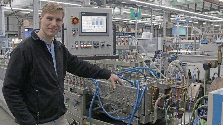 Mittendrin: Marcus Riek und seine Kollegen sichern die Qualität der Hager-Produkte.