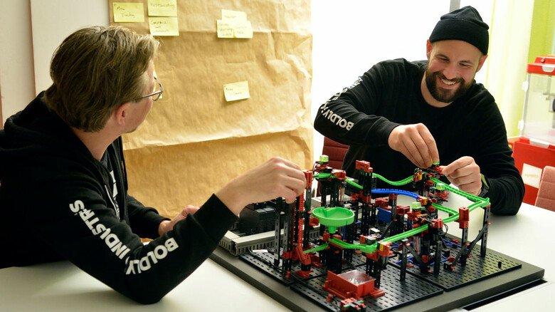 Prototypenbau: Wie die kreativen Ideen in der Praxis funktionieren könnten, wird zum Beispiel auch am selbst gebauten Modell getestet.
