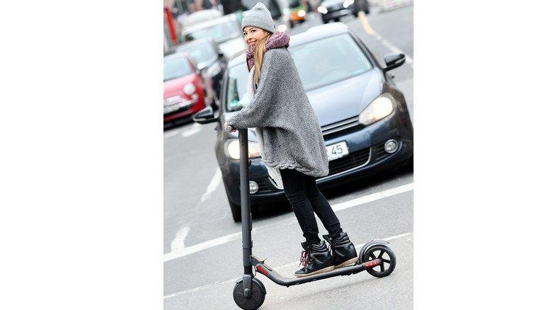 Gute Haltung: Wenn sie jetzt noch auf die Straße schaut … Foto: DPA