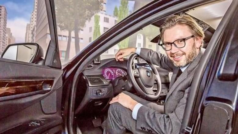 Am Steuer: Hier ist Andreas Keinath ausnahmsweise selbst die Testperson. Foto: Schulz