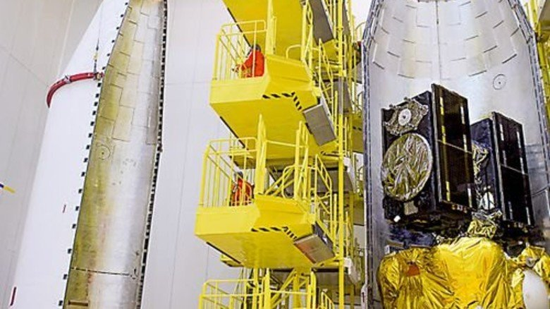Vorm Start: Die Satelliten Andriana und Liene in der Rakete. Foto: Ohb