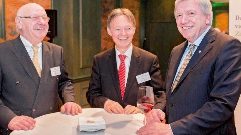 …und bei der Politik: Volker Bouffier und Dieter Weidemann (links). Foto: Verband