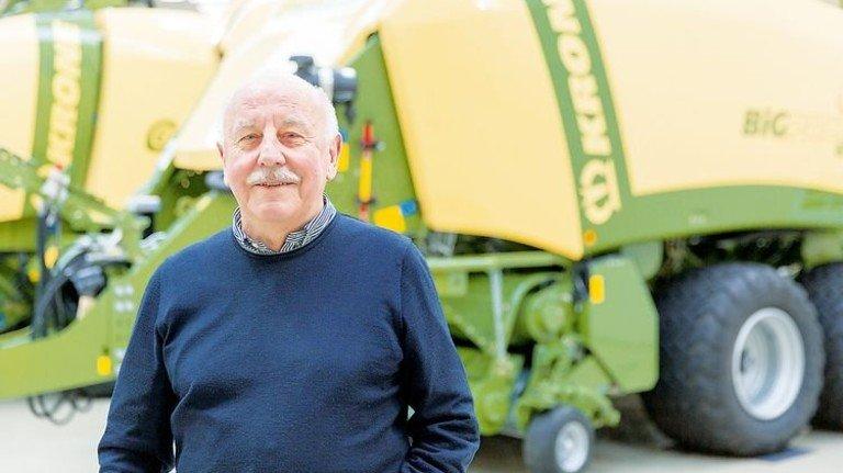 Ingenieur aus Leidenschaft: Wolfgang Deimel schaut selbst im Urlaub nach jeder Landmaschine, die er auf den Feldern sieht. Foto: Werk