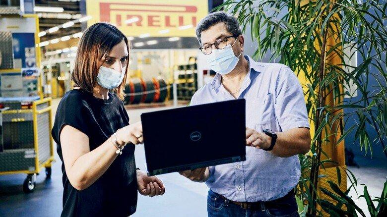 Besprechung: Jutta Vogel (links) und Karl Hock haben weitere Pläne. Bis 2025 will Pirelli zu 100 Prozent Ökostrom nutzen.