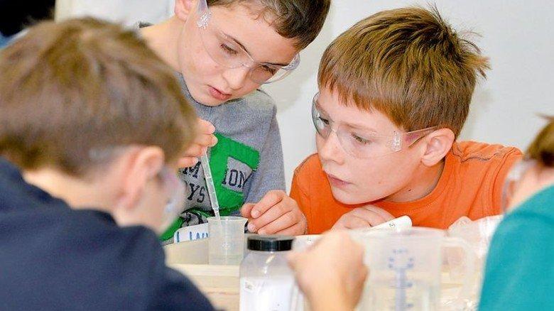 Früh übt sich: Experimente machen Kindern großen Spaß. Foto: Evonik